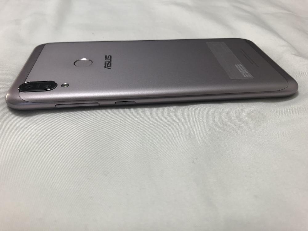 ZenFone Max(M2) 右側面