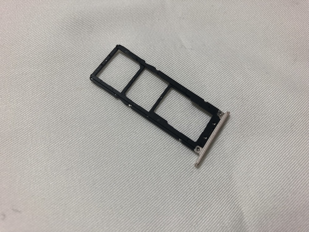 ZenFone4MaxのSIMトレー