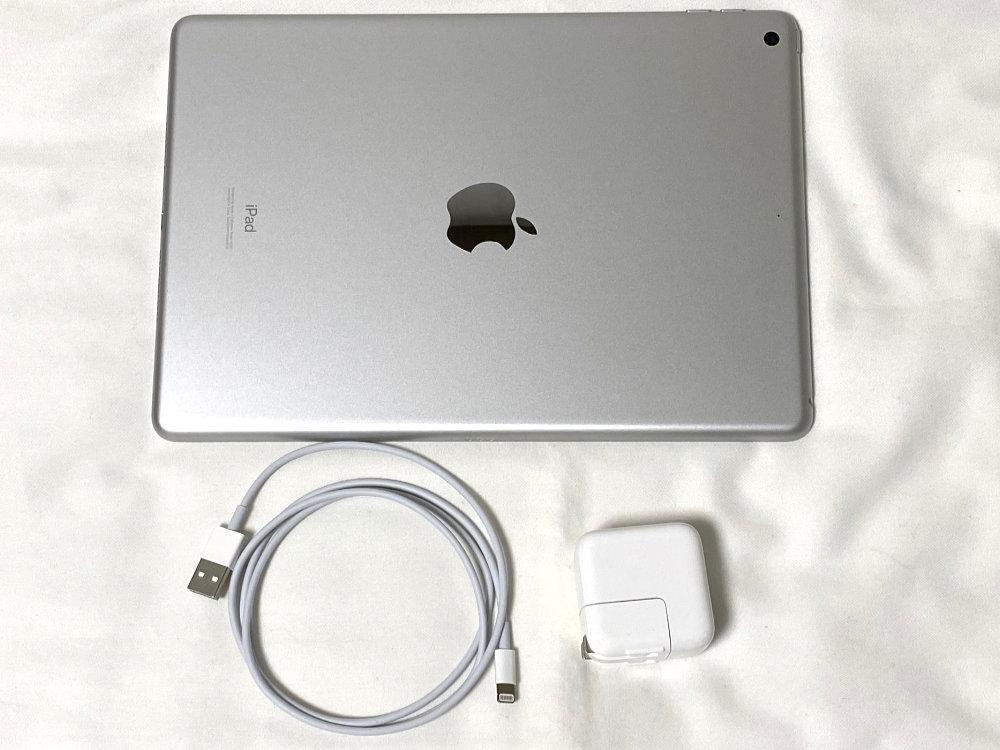 iPad本体、Lightning - USBケーブル、USB電源アダプタ