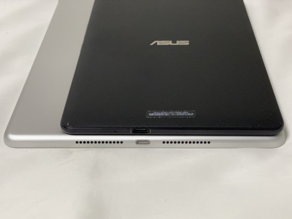 ASUS ZenPad 3 8.0 Z581KL-BK32S4 SIMフリーと厚さ比較