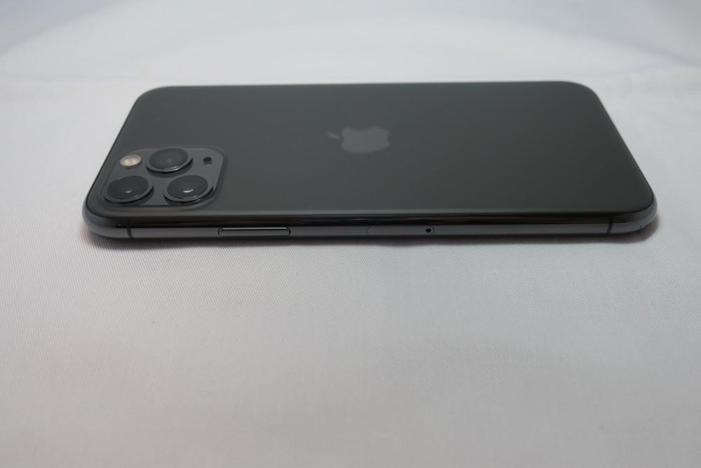iPhone 11 Pro 右側面